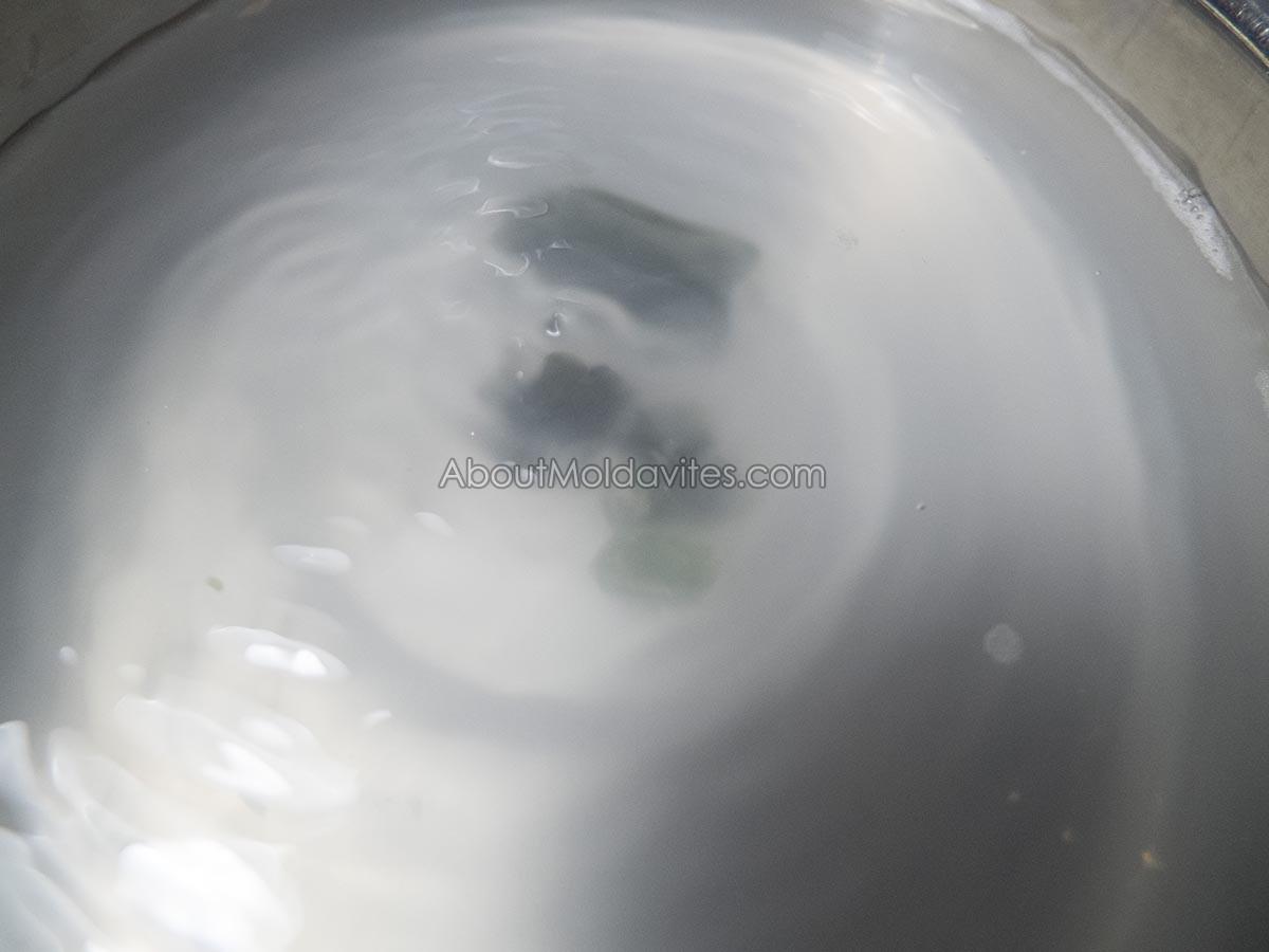 Cleaning of moldavites in ultrasonic cleaner
