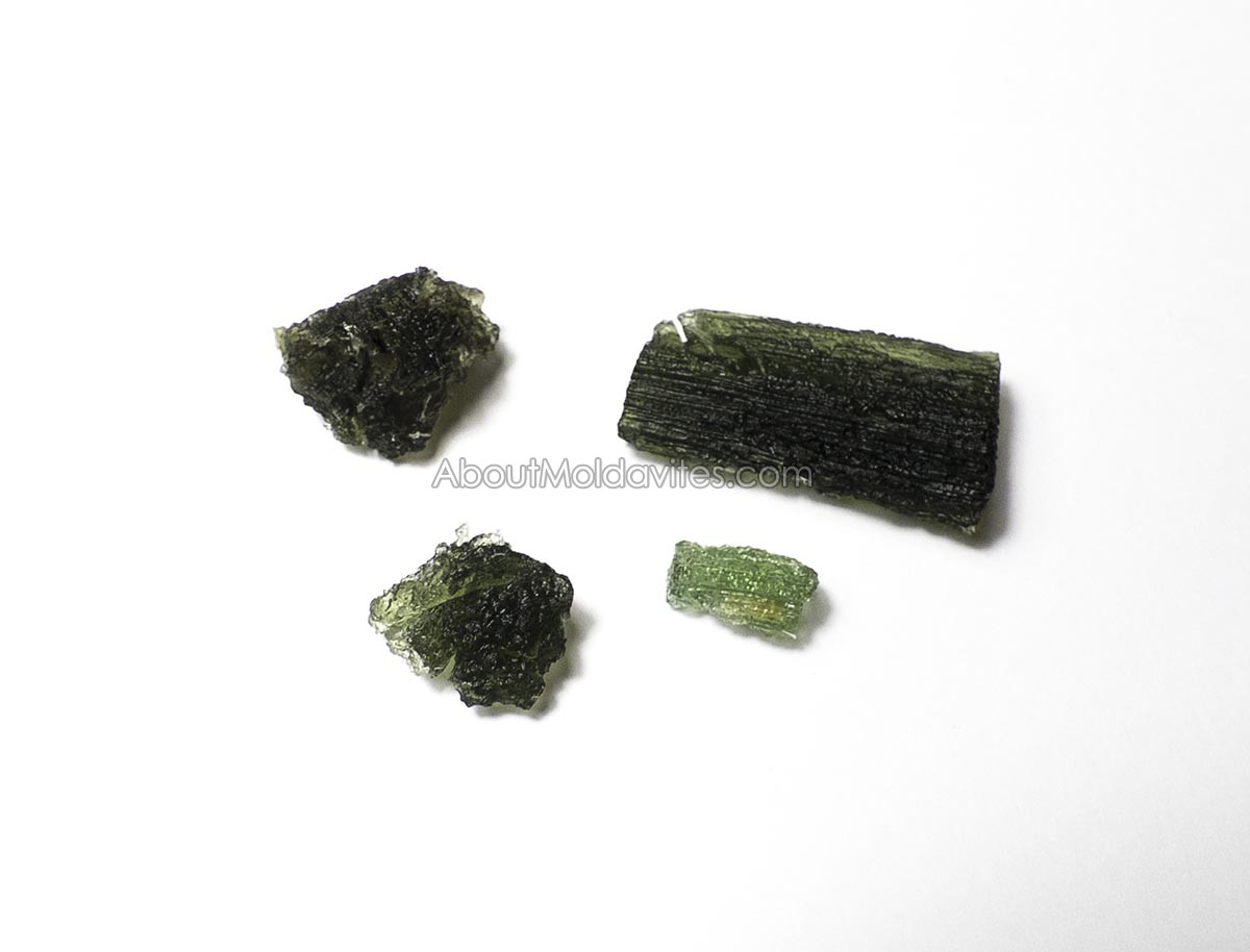 Moldavites after cleaning in ultrasonic cleaner