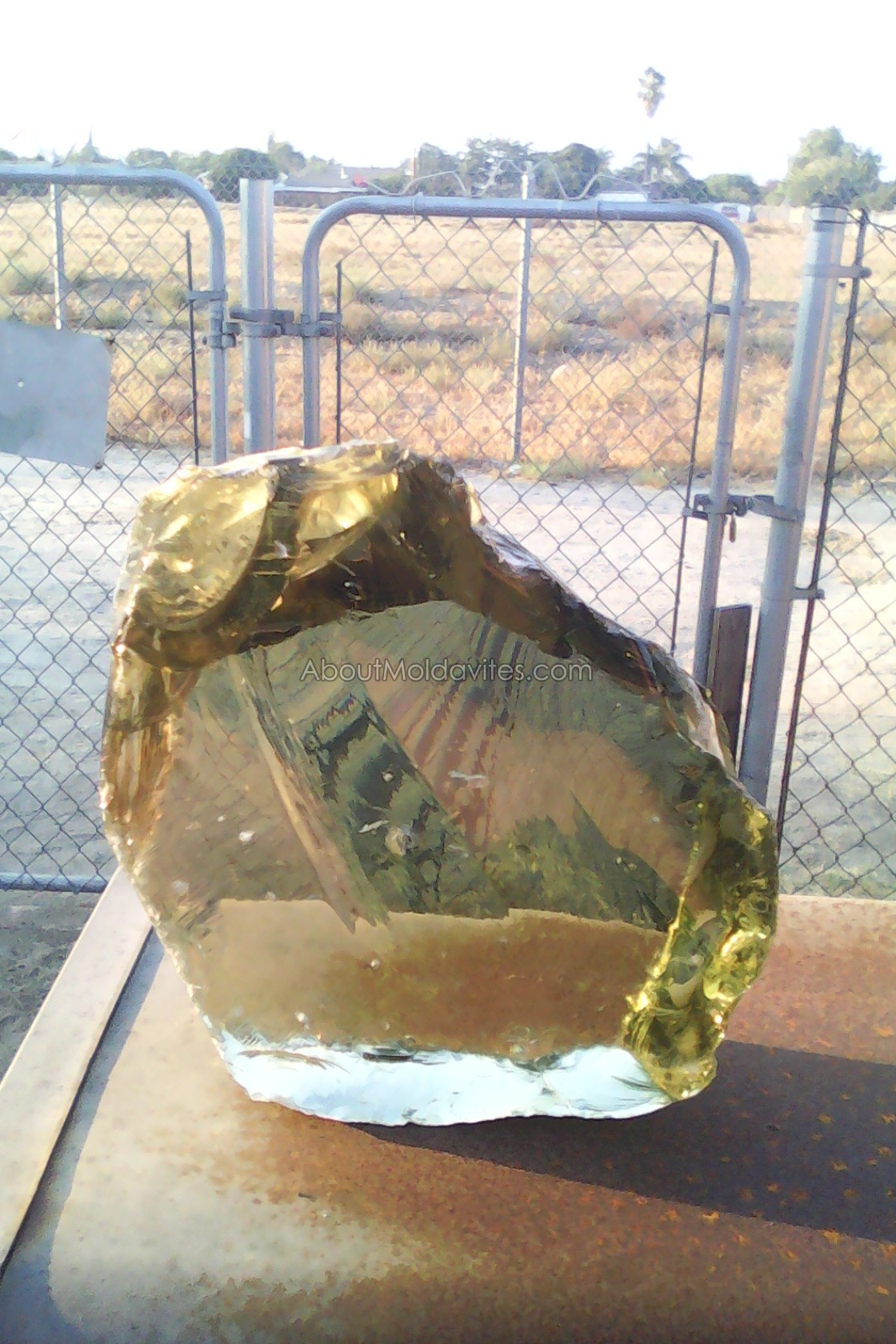 Sample - Is it a moldavite?