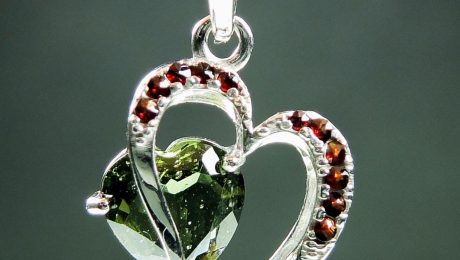 Pendant with faceted moldavite and garnets - heart