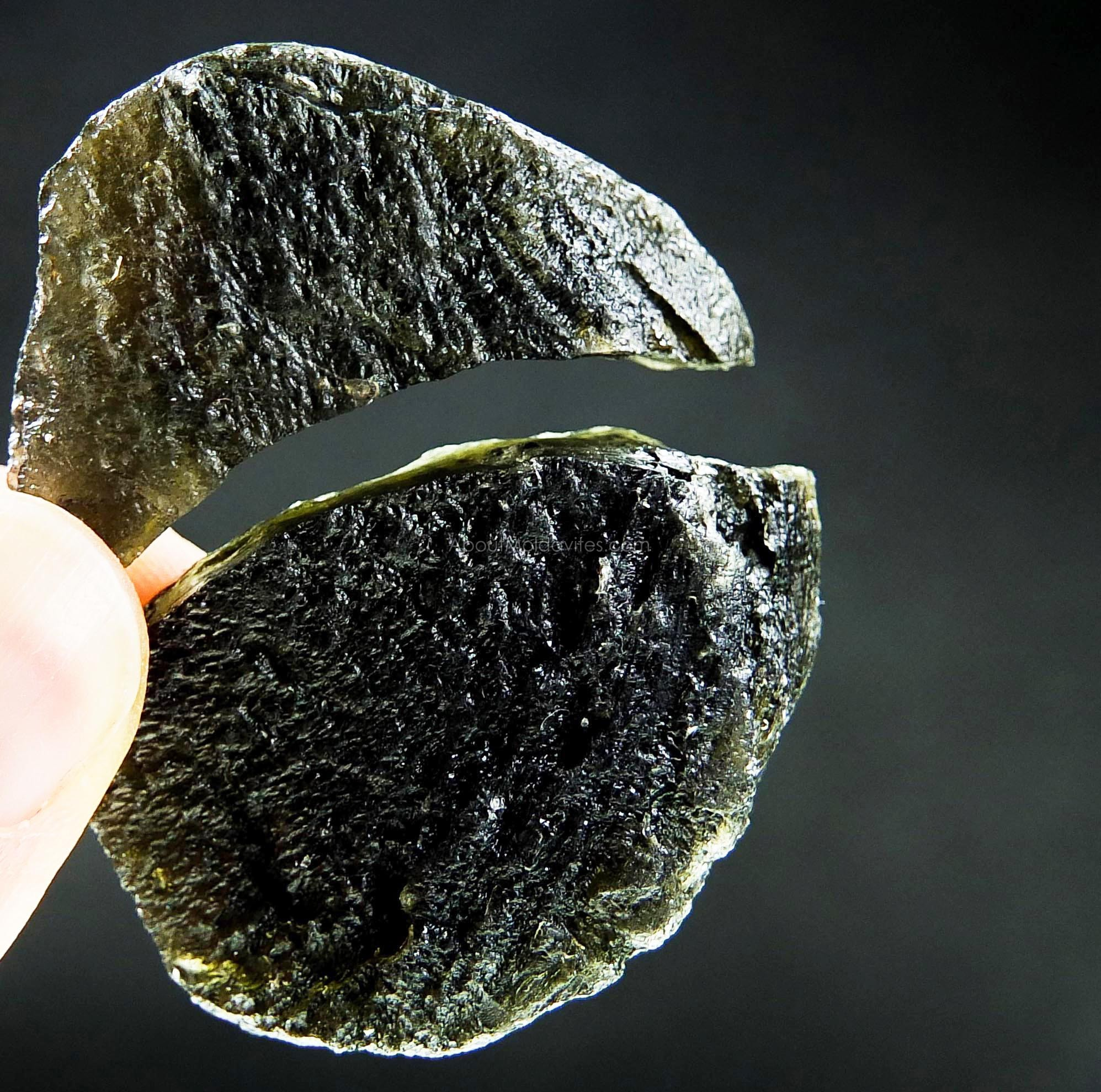 Naturally broken moldavite